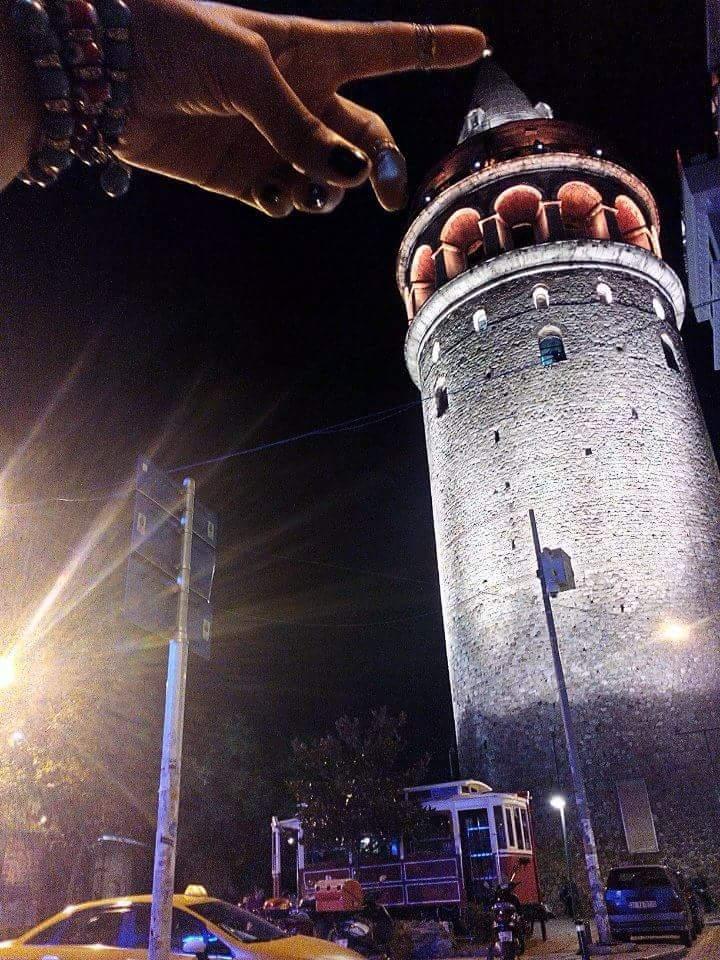 La tour de Galata de la part de Güzel Civciv