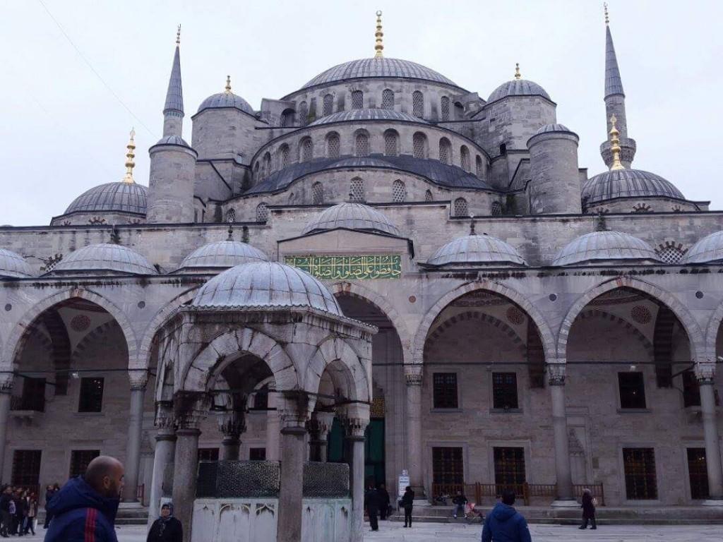 La cour interrieur de la Mosquée Bleue de la part de Walid Samaras