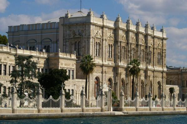Le Palais De Dolmabahce, Le Bosphore-Istanbul.