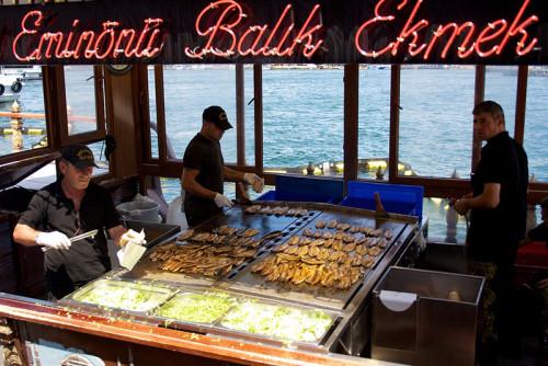 Manger Du Poisson Au Pont De Galata à Istanbul