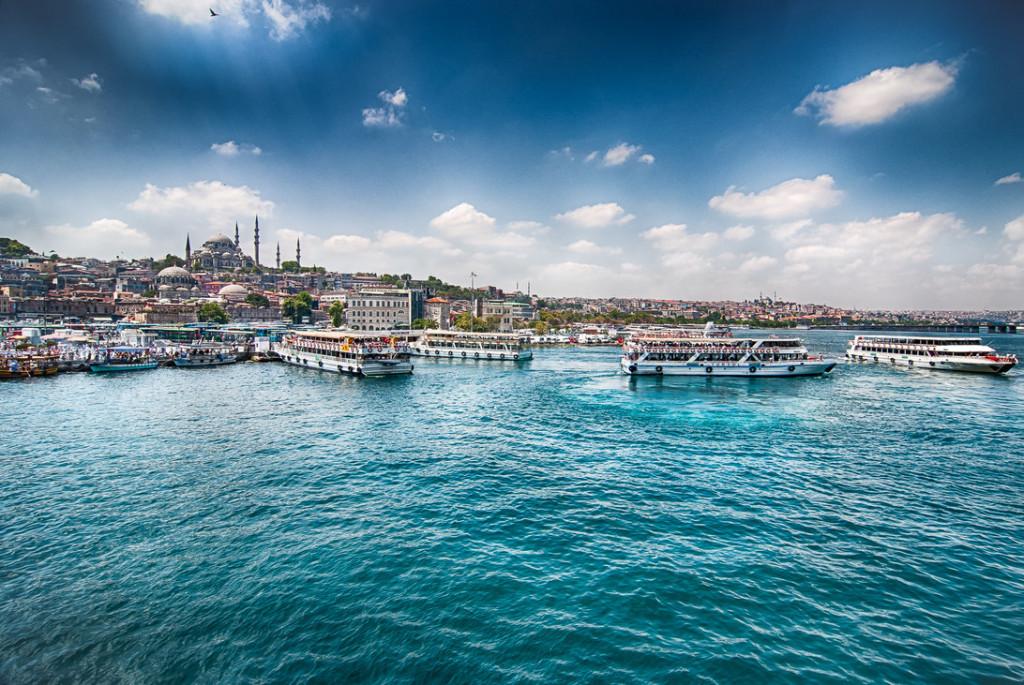 Eminonu-l'embarcadère des bateaux de la promenade sur le Bosphore Istanbul
