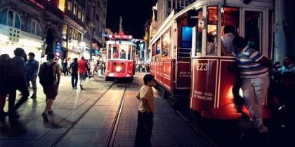 Le Tramway Nostalgique à Istanbul de La Rue Istiklal Taksim