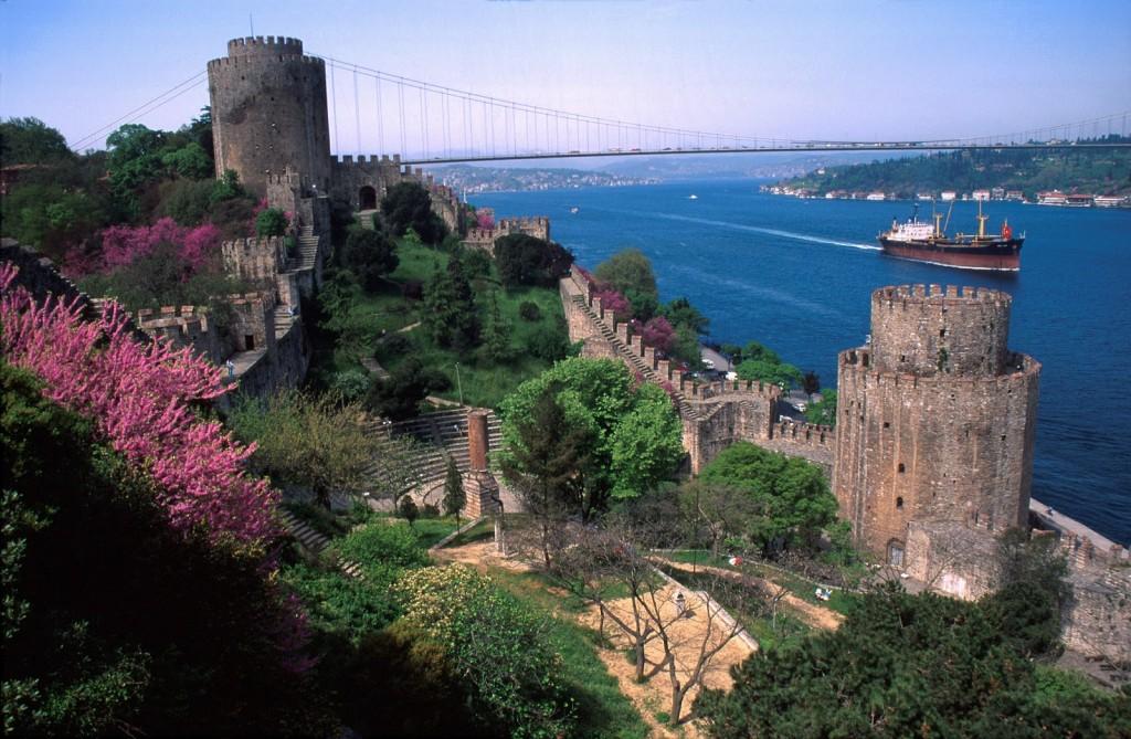 Le Château Fort de Rumeli Le Bosphore Istanbul, la promenade sur le Bosphore