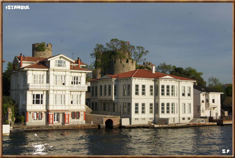 Le château fort de Anadolu Hisarı au Bosphore à Istanbul