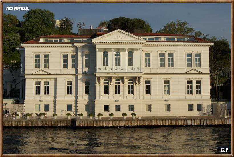 Les Yalis Au Bord Du Bosphore Istanbul
