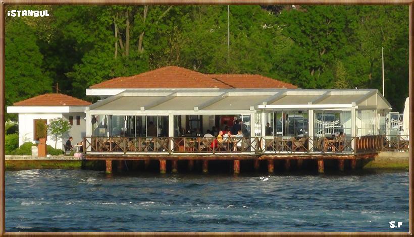 Promenade sur Bosphore à Istanbul, la croisière sur le Bosphore Istanbul.