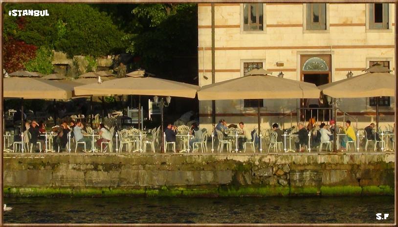 Les Cafés au bord du Bosphore Istanbul